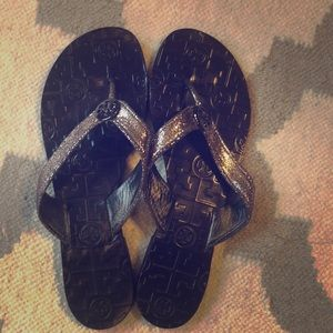 Tory Burch Thora flip flops Pewter pebbled leather